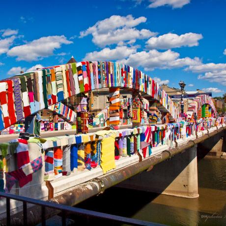 Top 5 Extraordinary Yarn Bombs: KNITcamBRIDGE