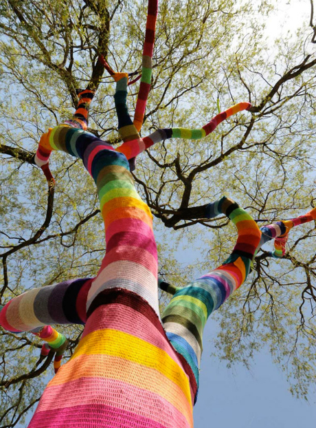 Top 5 Extraordinary Yarn Bombs: Tree by Ute Lennartz-Lembeck