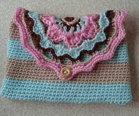 Dainty purse from LGC Knitting & Crochet issue 69