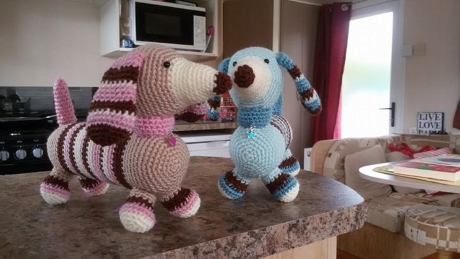 FREE PATTERN: Molly and Max dachshunds from LGC Knitting & Crochet issue 70
