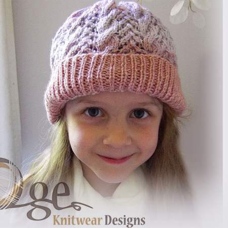 Lace and cable kid's hat Knitting Pattern
