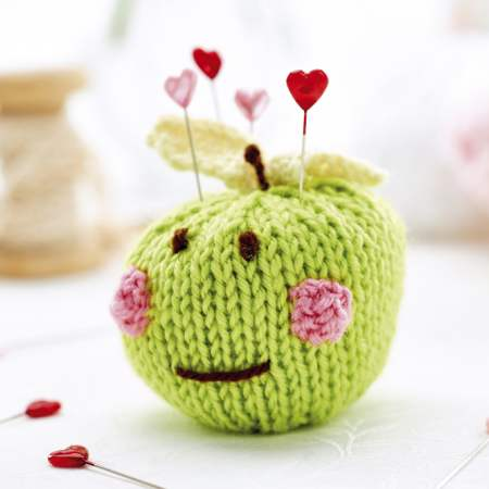 Apple pincushion | Knitting Patterns | Let's Knit Magazine