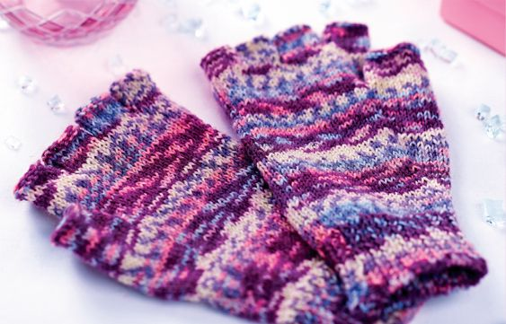 Lucinda Ganderton's self-patterning fingerless gloves!