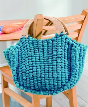 Practical pompon bag