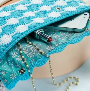 Catherine wheel crochet clutch