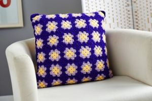 Easy crochet granny square cushion
