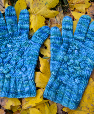 Grayson cabled gloves