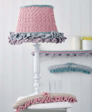 Lace Home Decorations: lampshade, edging and padded hangers