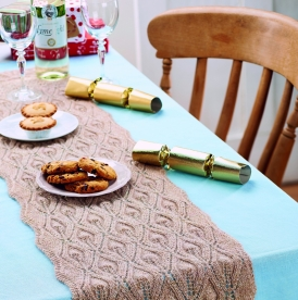 Flame-stitch Christmas table runner