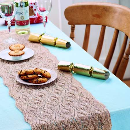 Flame-stitch Christmas table runner Knitting Pattern